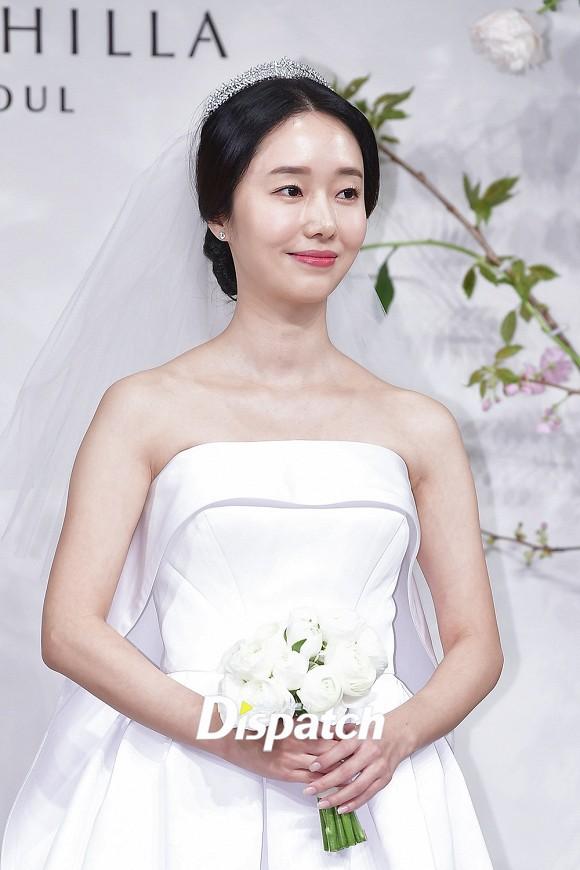 Đám cưới hot nhất hôm nay: Vợ chồng Lee Byung Hun đích thân tham dự, Seohyun - Dara xinh đẹp bên Son Ye Jin - Ảnh 2.