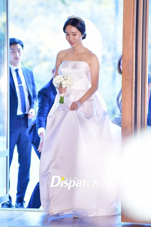 Đám cưới hot nhất hôm nay: Vợ chồng Lee Byung Hun đích thân tham dự, Seohyun - Dara xinh đẹp bên Son Ye Jin - Ảnh 3.