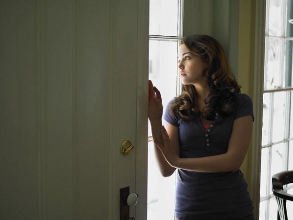 Tới giờ đón dâu mà không thấy cô dâu đâu, cả nhà hốt hoảng đi tìm rồi chết điếng khi thấy chị gái tôi bất tỉnh trong phòng thay đồ  - Ảnh 2.