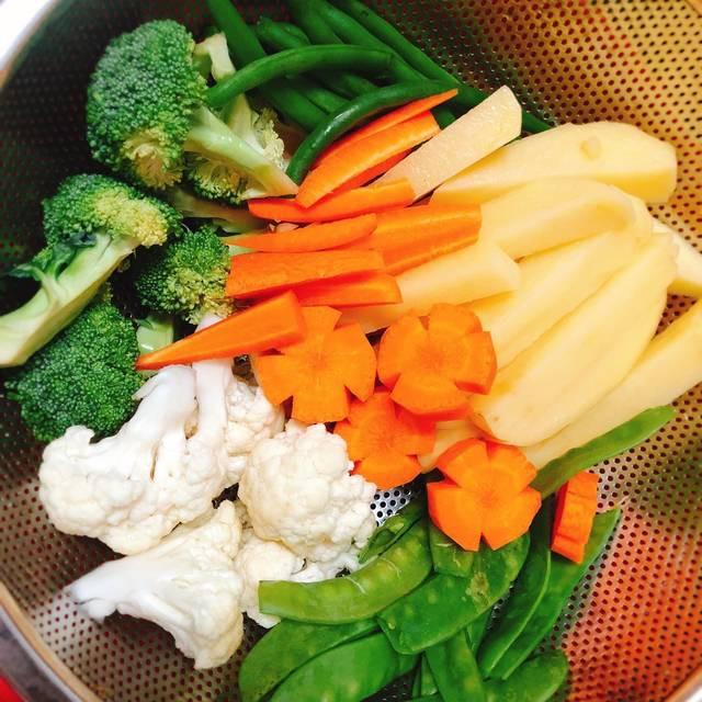 2 cách ăn rau củ luộc, cách nào cũng ngon mười phân vẹn mười - Ảnh 1.