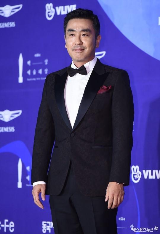 Thảm đỏ Baeksang 2019: Han Ji Min tái hợp bạn trai màn ảnh Hyun Bin, Nam Joo Hyuk - Jung Woo Sung - Ảnh 39.