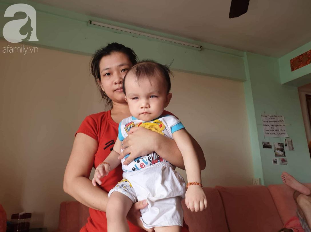 Hi vọng đến với bé trai 15 tháng tuổi bị mù bẩm sinh, mẹ trẻ cúi đầu, ôm con đi tìm ánh sáng - Ảnh 9.