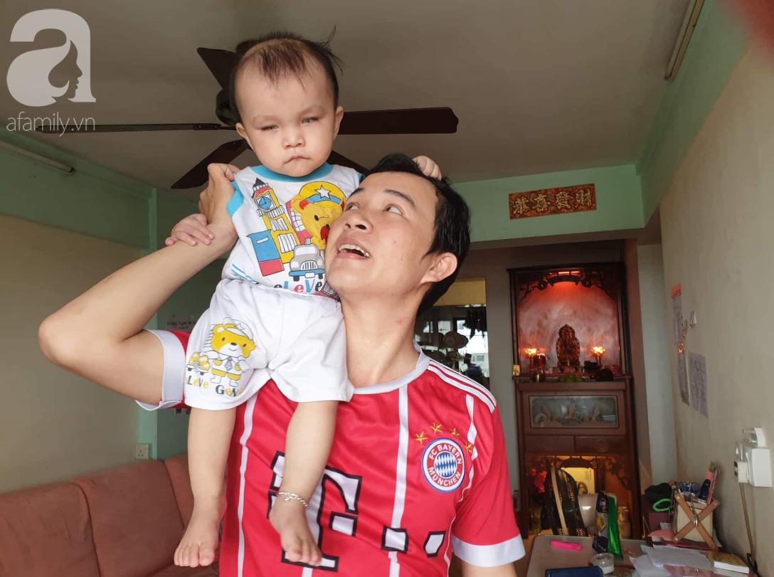 Hi vọng đến với bé trai 15 tháng tuổi bị mù bẩm sinh, mẹ trẻ cúi đầu, ôm con đi tìm ánh sáng - Ảnh 7.