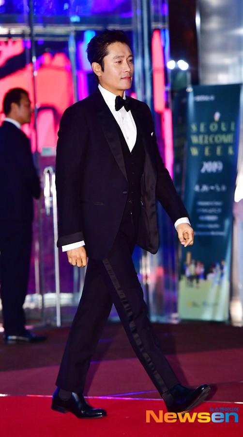 Thảm đỏ Baeksang 2019: Han Ji Min tái hợp bạn trai màn ảnh Hyun Bin, Nam Joo Hyuk - Jung Woo Sung - Ảnh 12.