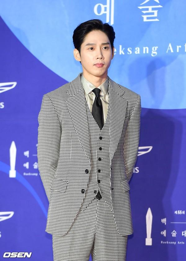 Thảm đỏ Baeksang 2019: Han Ji Min tái hợp bạn trai màn ảnh Hyun Bin, Nam Joo Hyuk - Jung Woo Sung - Ảnh 37.