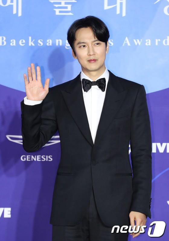 Thảm đỏ Baeksang 2019: Han Ji Min tái hợp bạn trai màn ảnh Hyun Bin, Nam Joo Hyuk - Jung Woo Sung - Ảnh 11.