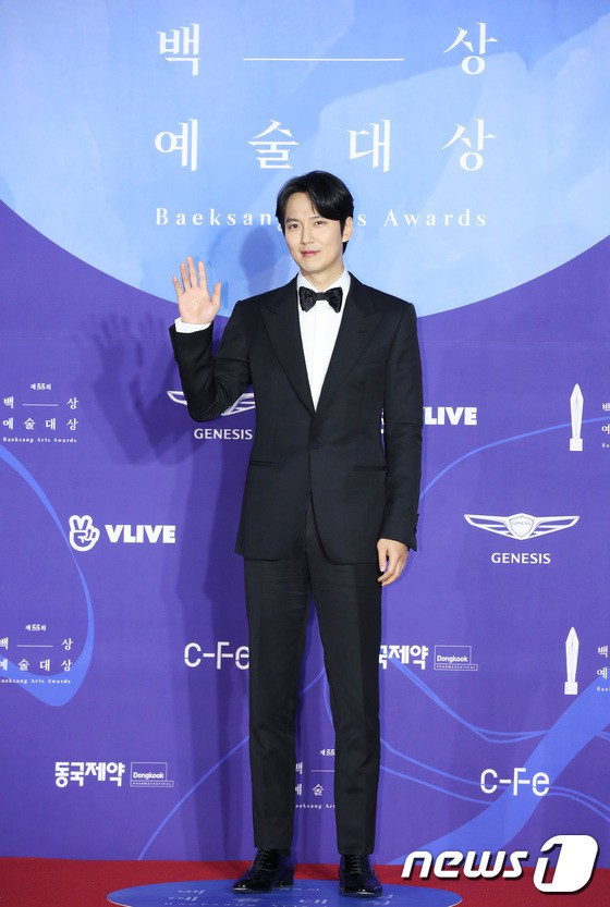 Thảm đỏ Baeksang 2019: Han Ji Min tái hợp bạn trai màn ảnh Hyun Bin, Nam Joo Hyuk - Jung Woo Sung - Ảnh 10.