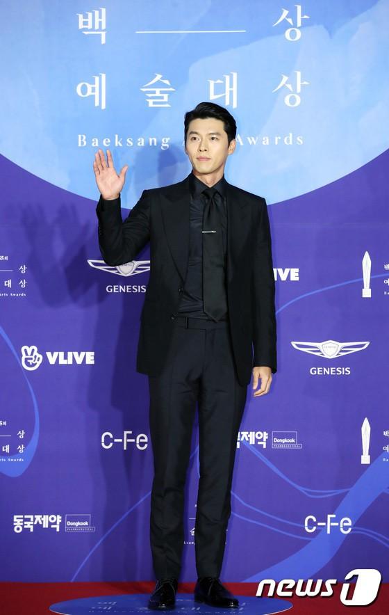 Thảm đỏ Baeksang 2019: Han Ji Min tái hợp bạn trai màn ảnh Hyun Bin, Nam Joo Hyuk - Jung Woo Sung - Ảnh 8.