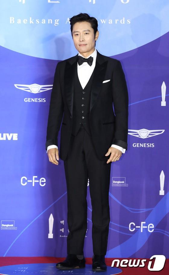 Thảm đỏ Baeksang 2019: Han Ji Min tái hợp bạn trai màn ảnh Hyun Bin, Nam Joo Hyuk - Jung Woo Sung - Ảnh 13.