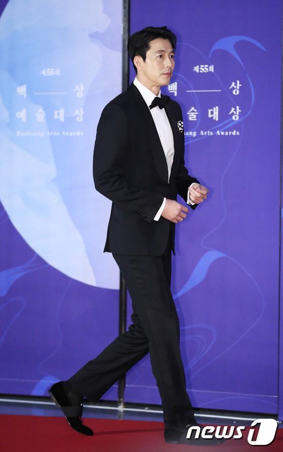 Thảm đỏ Baeksang 2019: Han Ji Min tái hợp bạn trai màn ảnh Hyun Bin, Nam Joo Hyuk - Jung Woo Sung - Ảnh 4.