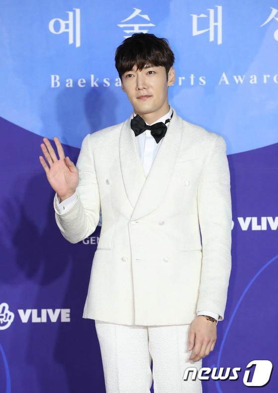 Thảm đỏ Baeksang 2019: Han Ji Min tái hợp bạn trai màn ảnh Hyun Bin, Nam Joo Hyuk - Jung Woo Sung - Ảnh 35.