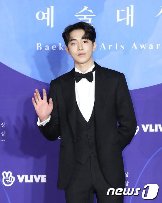 Thảm đỏ Baeksang 2019: Han Ji Min tái hợp bạn trai màn ảnh Hyun Bin, Nam Joo Hyuk - Jung Woo Sung - Ảnh 14.