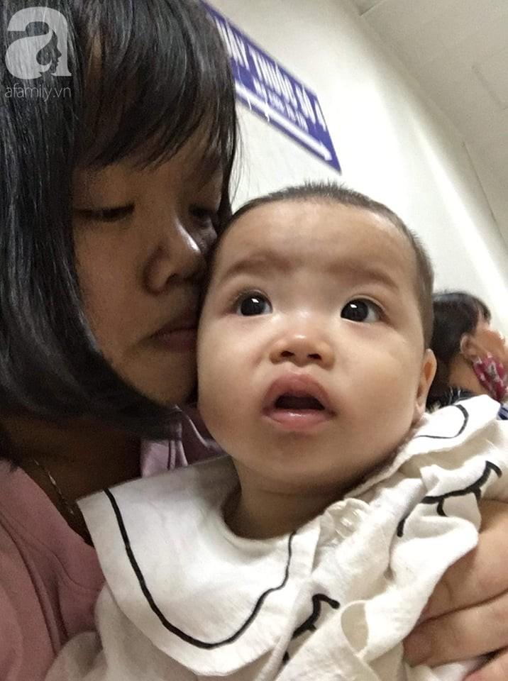 Xót cảnh bố mẹ trẻ tật nguyền đi làm thuê, gom góp tiền níu giữ mạng sống từng ngày cho con gái 9 tháng tuổi - Ảnh 4.
