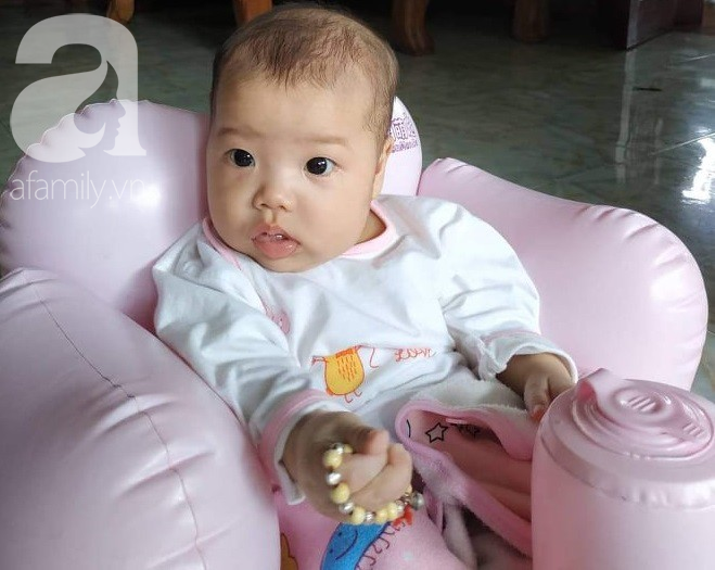 Xót cảnh bố mẹ trẻ tật nguyền đi làm thuê, gom góp tiền níu giữ mạng sống từng ngày cho con gái 9 tháng tuổi - Ảnh 9.