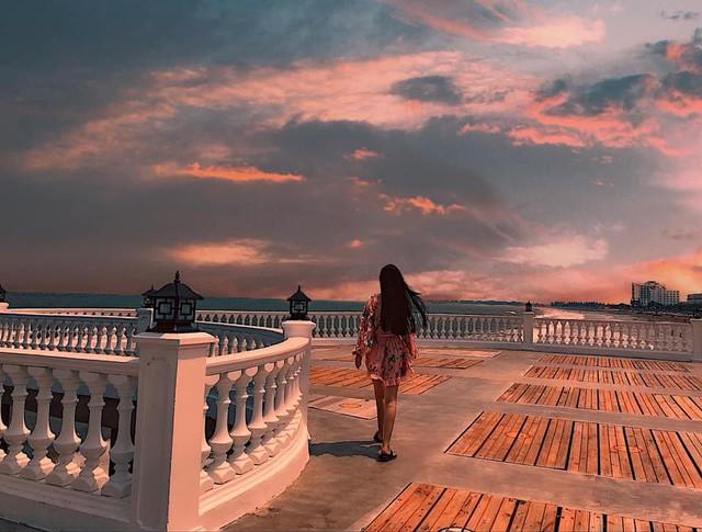 Không thể ngờ ở ngay gần Hà Nội cũng có khu cầu cảng trắng muốt mang hơi thở châu Âu thế này - Ảnh 11.