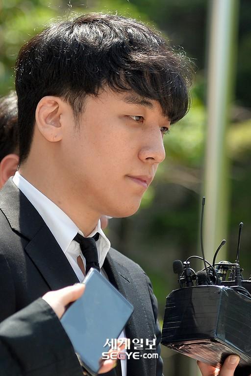 NÓNG: Seungri chính thức bị còng tay và trói chặt bằng dây thừng, chồng nữ diễn viên Park Han Byul lộ mặt - Ảnh 5.