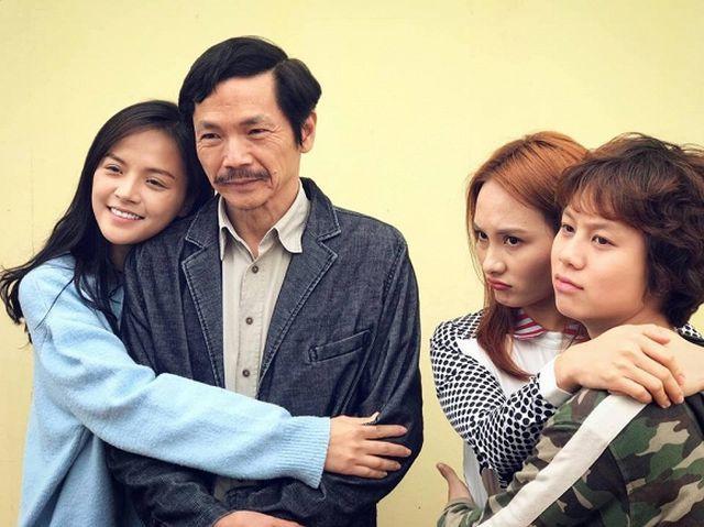 Phì cười với màn hội thoại ngoài đời thật của ông bố Trung Anh Về nhà đi con với 3 cô con gái Thu Quỳnh - Bảo Thanh - Bảo Hân  - Ảnh 1.
