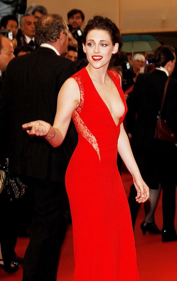 Những bộ đầm đỏ đẹp nhất qua các mùa Cannes: Phạm Băng Băng với xưng danh nữ hoàng thảm đỏ nhưng vẫn thua hẳn Lý Nhã Kỳ - Ảnh 2.