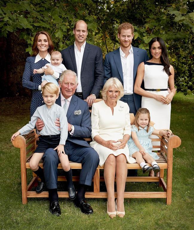 Lần diện đồ cũ này của Công nương Kate quá đặc biệt: Đụng hàng với ái nữ Tổng thống Trump và giống đến 80% váy của mẹ chồng - Ảnh 1.