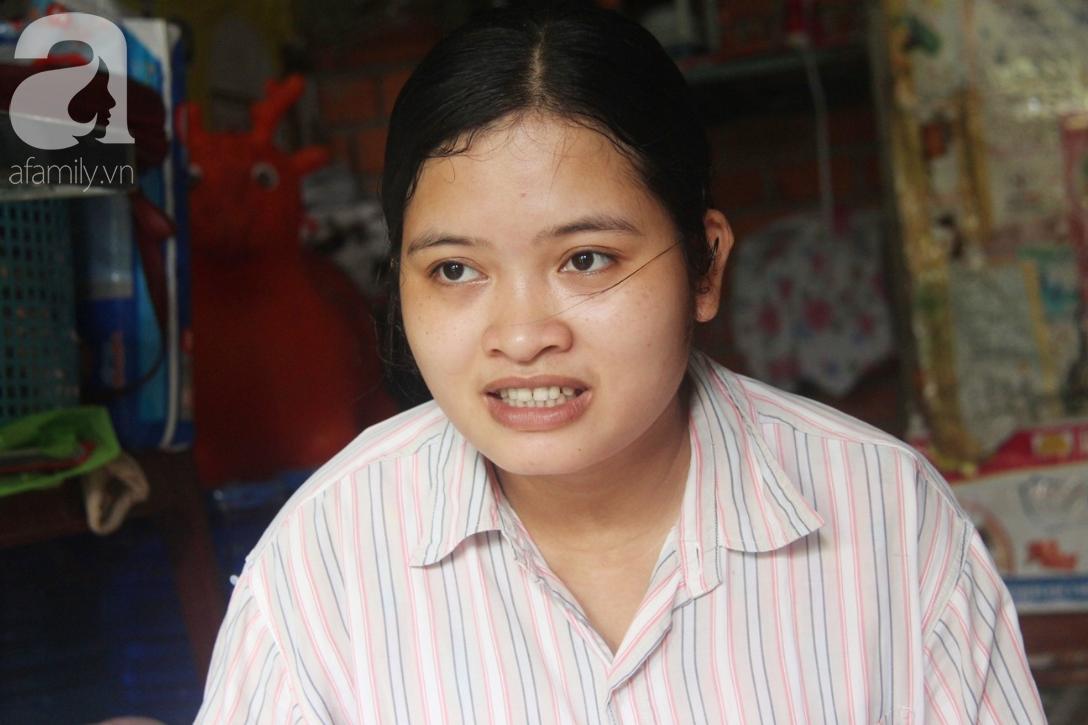 Bé gái 1 tuổi co giật liên tục đến mức méo miệng, bố mẹ nghèo bật khóc khi đã có tiền chữa bệnh cho con - Ảnh 4.