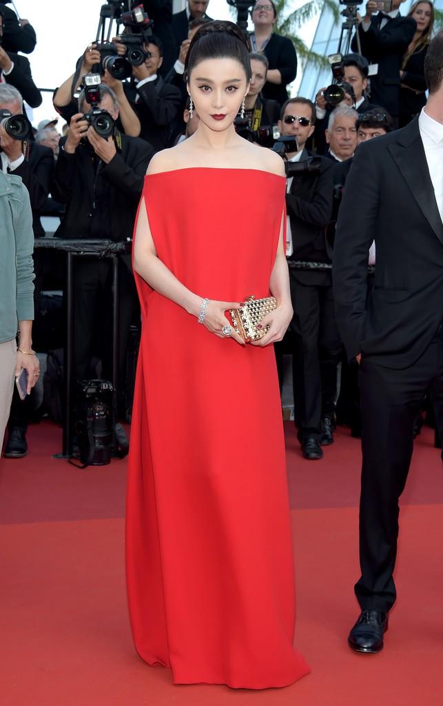 Những bộ đầm đỏ đẹp nhất qua các mùa Cannes: Phạm Băng Băng với xưng danh nữ hoàng thảm đỏ nhưng vẫn thua hẳn Lý Nhã Kỳ - Ảnh 10.