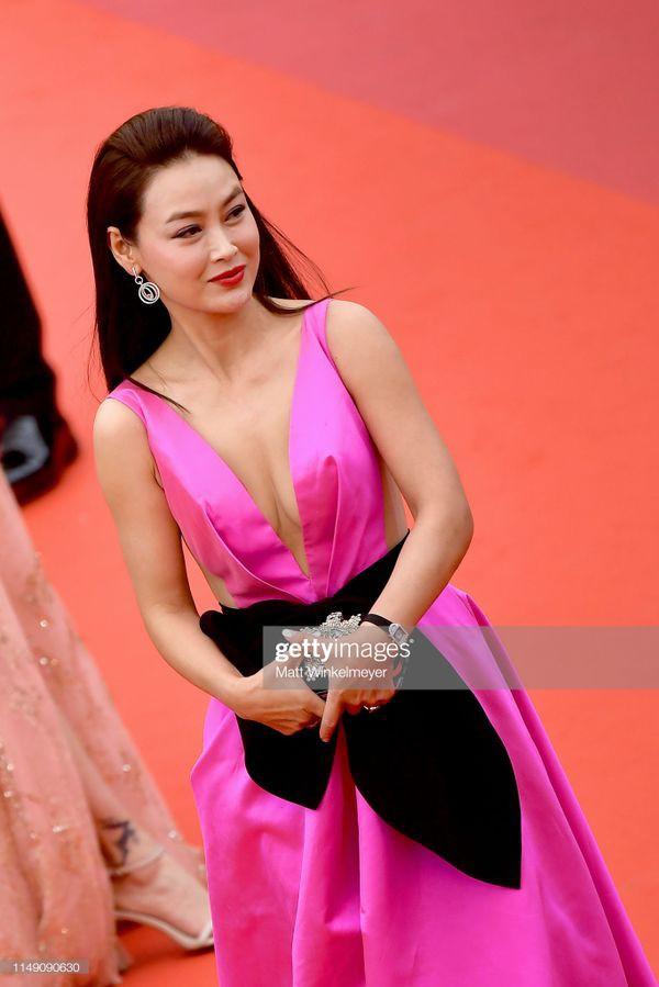 Dàn sao Hoa ngữ tại Cannes 2019: Chị đại Củng Lợi bị chê nhạt nhòa kém sắc, sao vô danh thì khoe ngực lố lăng  - Ảnh 8.