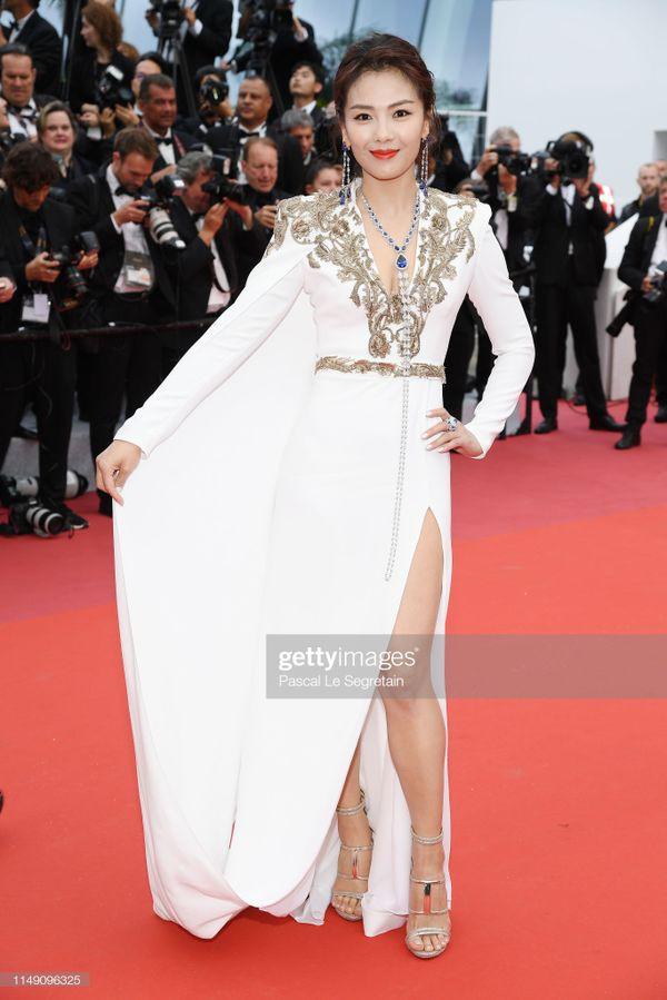 Dàn sao Hoa ngữ tại Cannes 2019: Chị đại Củng Lợi bị chê nhạt nhòa kém sắc, sao vô danh thì khoe ngực lố lăng  - Ảnh 5.