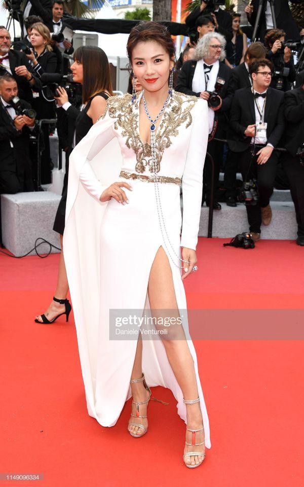 Dàn sao Hoa ngữ tại Cannes 2019: Chị đại Củng Lợi bị chê nhạt nhòa kém sắc, sao vô danh thì khoe ngực lố lăng  - Ảnh 4.
