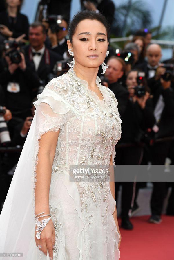 Dàn sao Hoa ngữ tại Cannes 2019: Chị đại Củng Lợi bị chê nhạt nhòa kém sắc, sao vô danh thì khoe ngực lố lăng  - Ảnh 3.