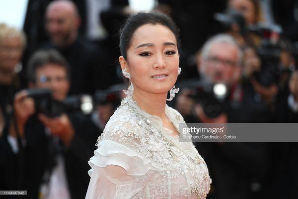 Dàn sao Hoa ngữ tại Cannes 2019: Chị đại Củng Lợi bị chê nhạt nhòa kém sắc, sao vô danh thì khoe ngực lố lăng  - Ảnh 2.