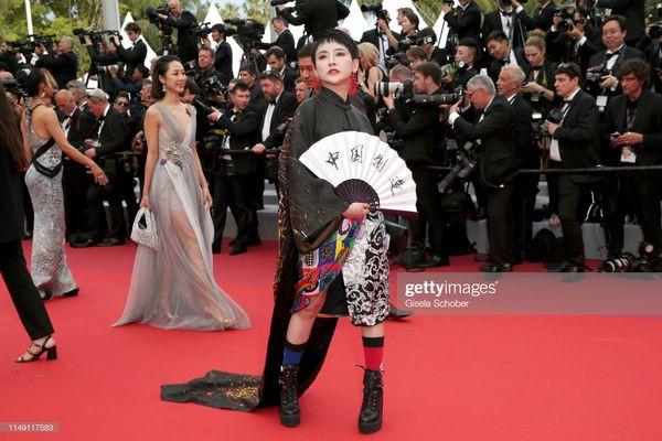 Dàn sao Hoa ngữ tại Cannes 2019: Chị đại Củng Lợi bị chê nhạt nhòa kém sắc, sao vô danh thì khoe ngực lố lăng  - Ảnh 9.