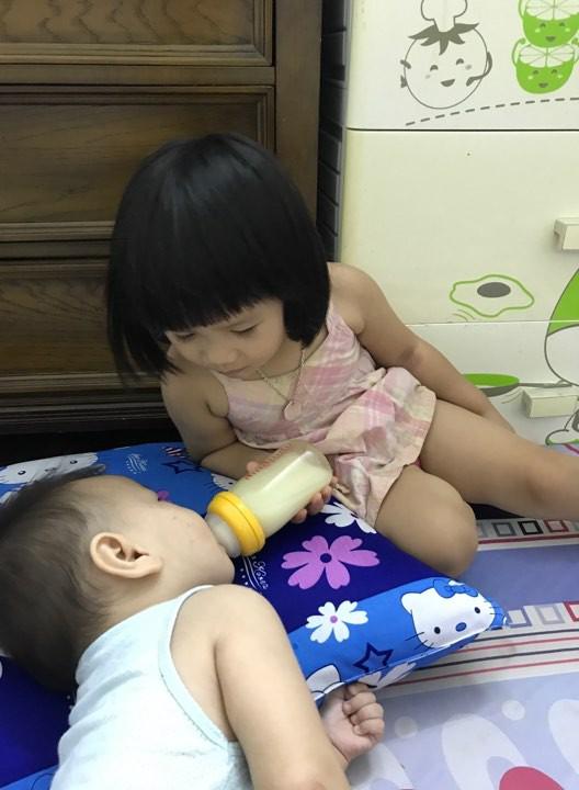 Mẹ đảm với tuyệt chiêu kích sữa siêu đỉnh, gần 4 năm chưa một lần nào phải đưa con đi bệnh viện - Ảnh 1.