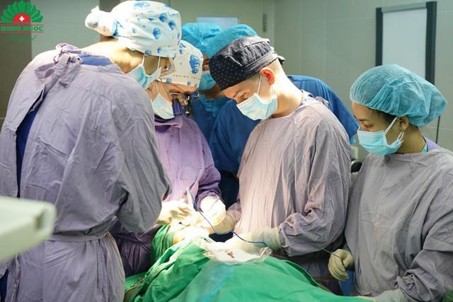 12 giờ phẫu thuật quên ăn của các bác sĩ Facing the World - Ảnh 6.