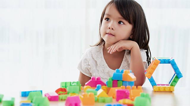 Không cần hò hét con dọn dẹp đồ sau khi chơi, làm theo cách của giáo viên Montessori dưới đây sẽ thấy hiệu quả tức thì - Ảnh 1.