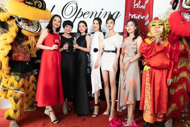 Tú Hảo, Trúc Diễm chiếm trọn spotlight khi diện đầm thiết kế của thương hiệu thời trang HeraDG - Ảnh 2.