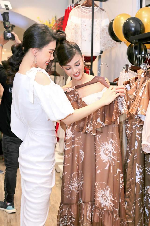 Tú Hảo, Trúc Diễm chiếm trọn spotlight khi diện đầm thiết kế của thương hiệu thời trang HeraDG - Ảnh 5.