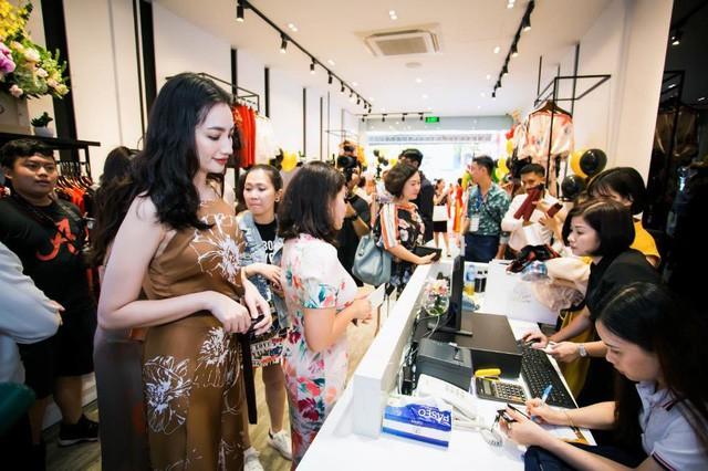 Tú Hảo, Trúc Diễm chiếm trọn spotlight khi diện đầm thiết kế của thương hiệu thời trang HeraDG - Ảnh 8.
