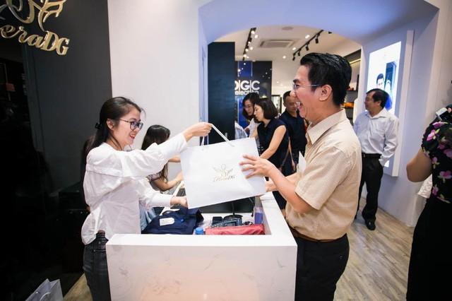 Tú Hảo, Trúc Diễm chiếm trọn spotlight khi diện đầm thiết kế của thương hiệu thời trang HeraDG - Ảnh 9.