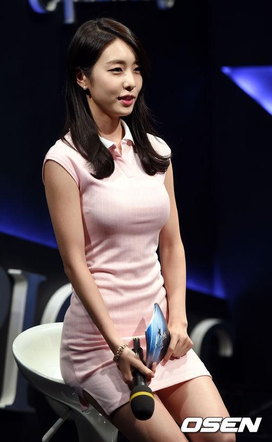 Hẹn hò thì mặc giản dị, ai ngờ khi đi làm người yêu So Ji Sub lại chỉ thích diện váy ôm khoe dáng triệt để thế này  - Ảnh 7.