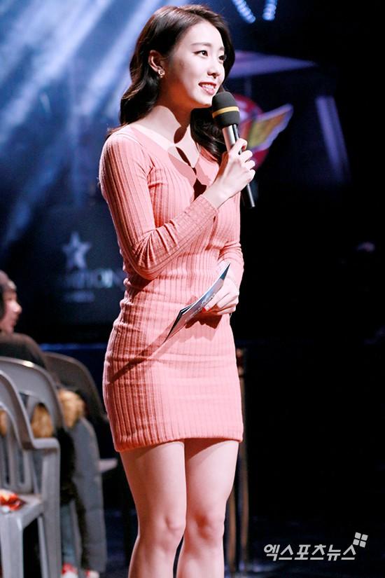 Hẹn hò thì mặc giản dị, ai ngờ khi đi làm người yêu So Ji Sub lại chỉ thích diện váy ôm khoe dáng triệt để thế này  - Ảnh 8.