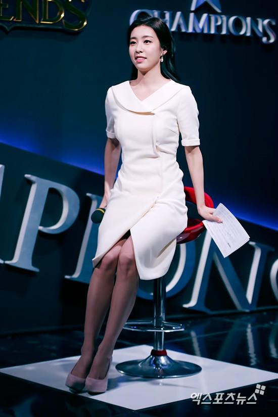 Hẹn hò thì mặc giản dị, ai ngờ khi đi làm người yêu So Ji Sub lại chỉ thích diện váy ôm khoe dáng triệt để thế này  - Ảnh 13.