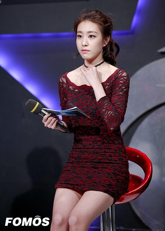 Hẹn hò thì mặc giản dị, ai ngờ khi đi làm người yêu So Ji Sub lại chỉ thích diện váy ôm khoe dáng triệt để thế này  - Ảnh 15.