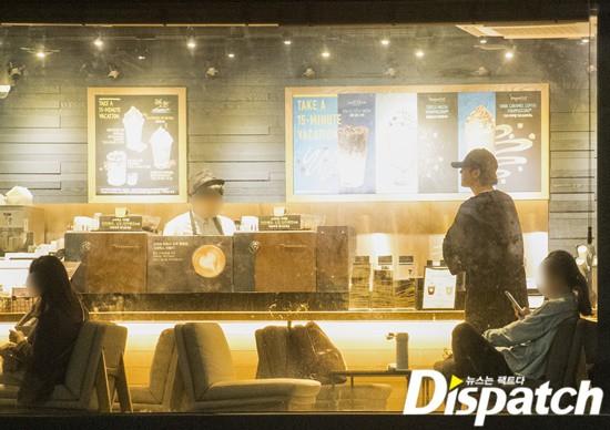 Cận ảnh hình ảnh hẹn hò của So Ji Sub và bạn gái phóng viên: Nam thanh nữ tú bên nhau, không khác gì một bộ phim lãng mạn - Ảnh 2.
