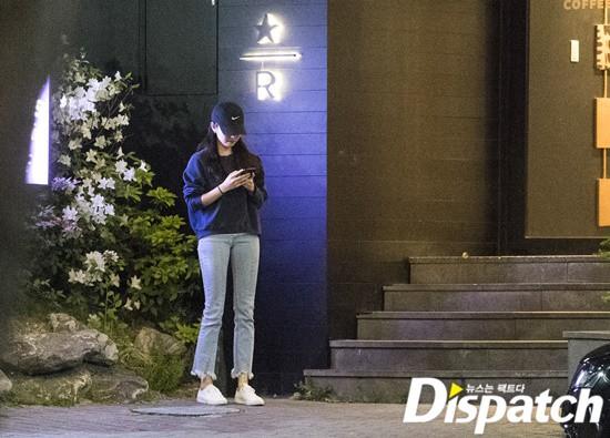 Cận ảnh hình ảnh hẹn hò của So Ji Sub và bạn gái phóng viên: Nam thanh nữ tú bên nhau, không khác gì một bộ phim lãng mạn - Ảnh 4.