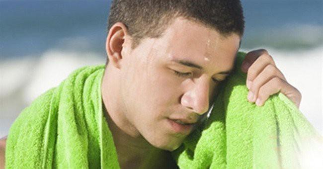 Đừng chủ quan: Đã có trường hợp ngất, tử vong trong ngày nắng nóng vì bị 2 bệnh nguy hiểm này - Ảnh 1.
