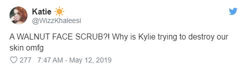 Chưa mở bán, sản phẩm tẩy da chết của Kylie Skin đã bị dân tình tẩy chay, bác sĩ cảnh báo có nguy cơ gây hỏng da - Ảnh 3.
