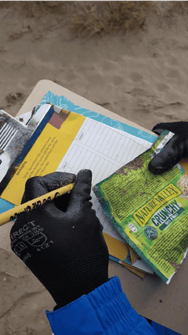 Coca-Cola đứng đầu bảng xếp hạng các thương hiệu làm rác bãi biển, McDonald góp mặt trong Top 4 - Ảnh 3.