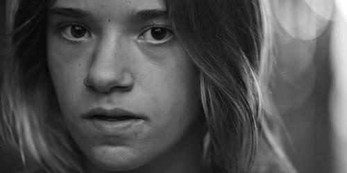 Bi kịch tuổi thơ đầy u tối của cô gái sau khung cửa sổ và những hậu quả đau đớn khiến em phải gánh lấy cả cuộc đời sau này - Ảnh 5.