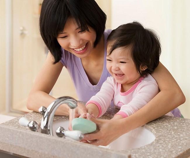 Các mẹ làm tốt 5 điều sau sẽ giúp con cái giảm nguy cơ bị tái phát viêm amidan - Ảnh 2.