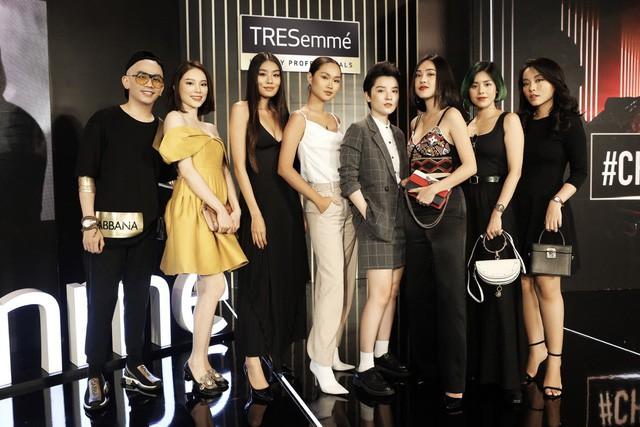Bất ngờ hội ngộ trong cùng sự kiện, Hồng Xuân, Hà Trúc không hẹn đều chọn phong cách tóc từ sàn runway NYFW 2019 - Ảnh 1.